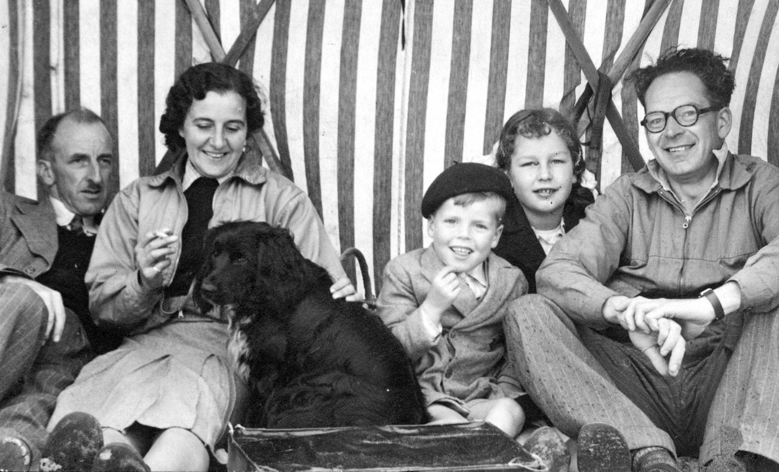 rodina, černobílé foto